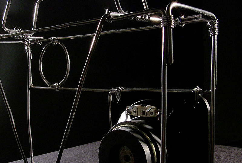 Radio Silence (3.speaker detail, back)