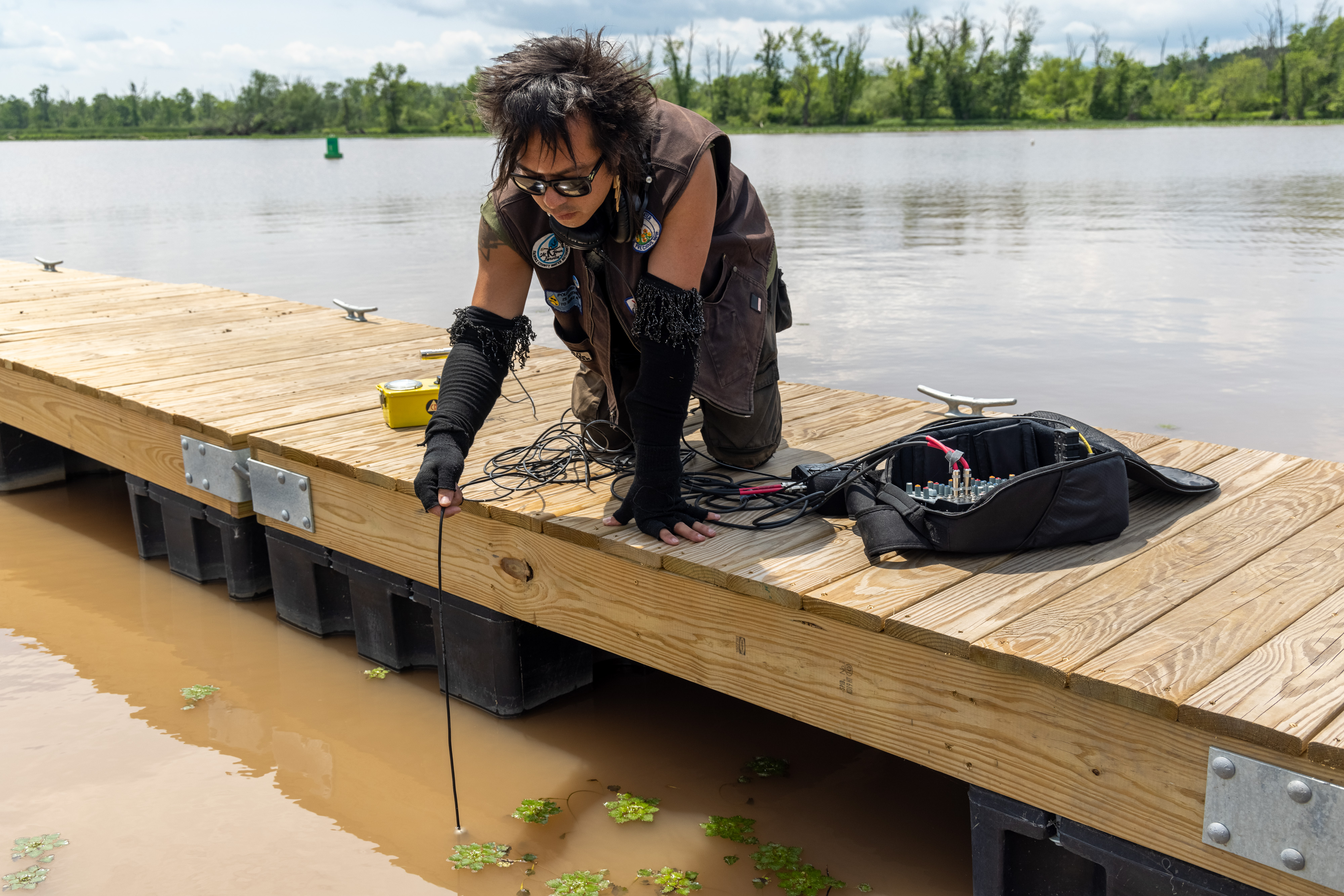 sTo Len Recording the Hudson River during his Wave Farm Residency (3)