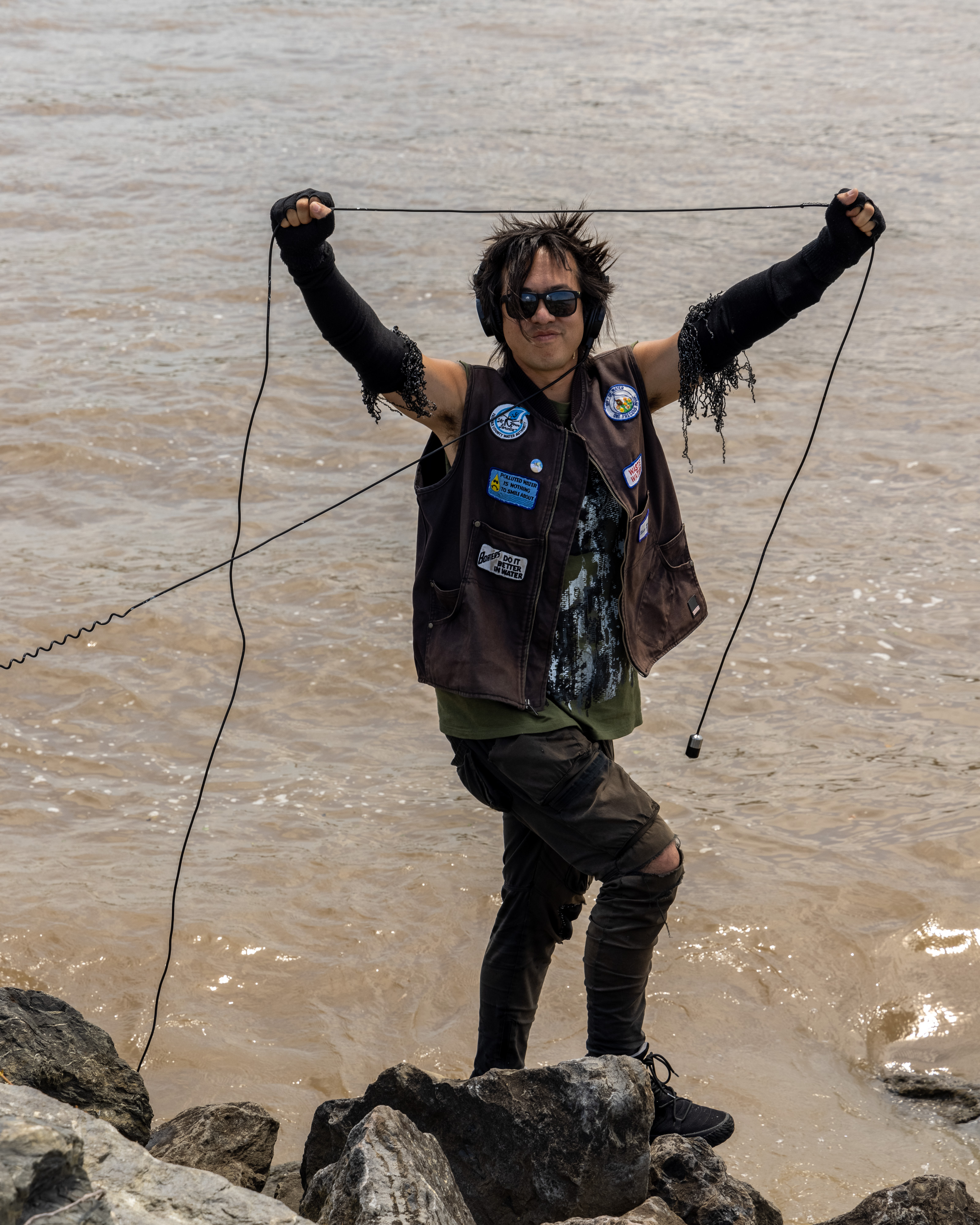 sTo Len Recording the Hudson River during his Wave Farm Residency (11)