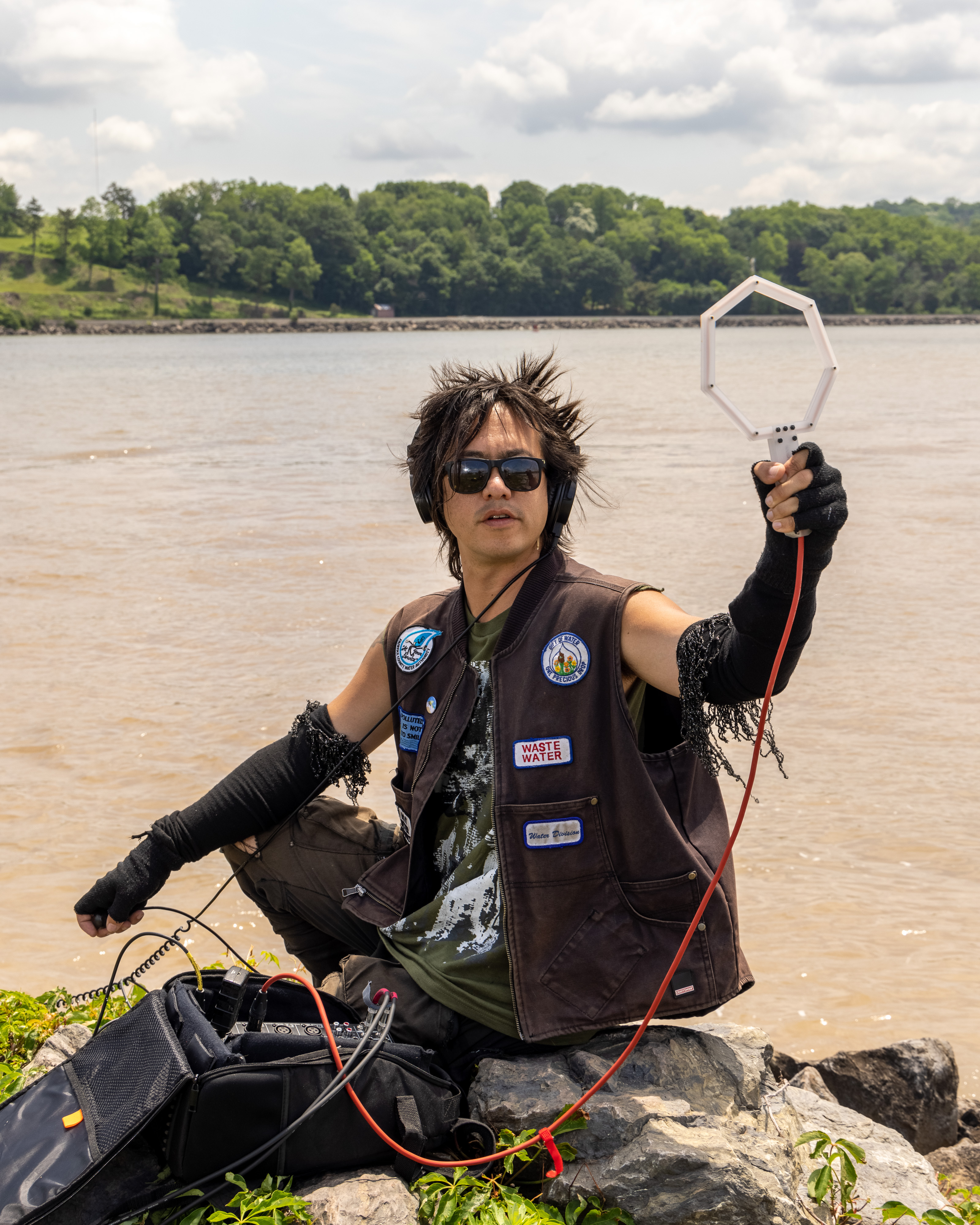 sTo Len Recording the Hudson River during his Wave Farm Residency (12)
