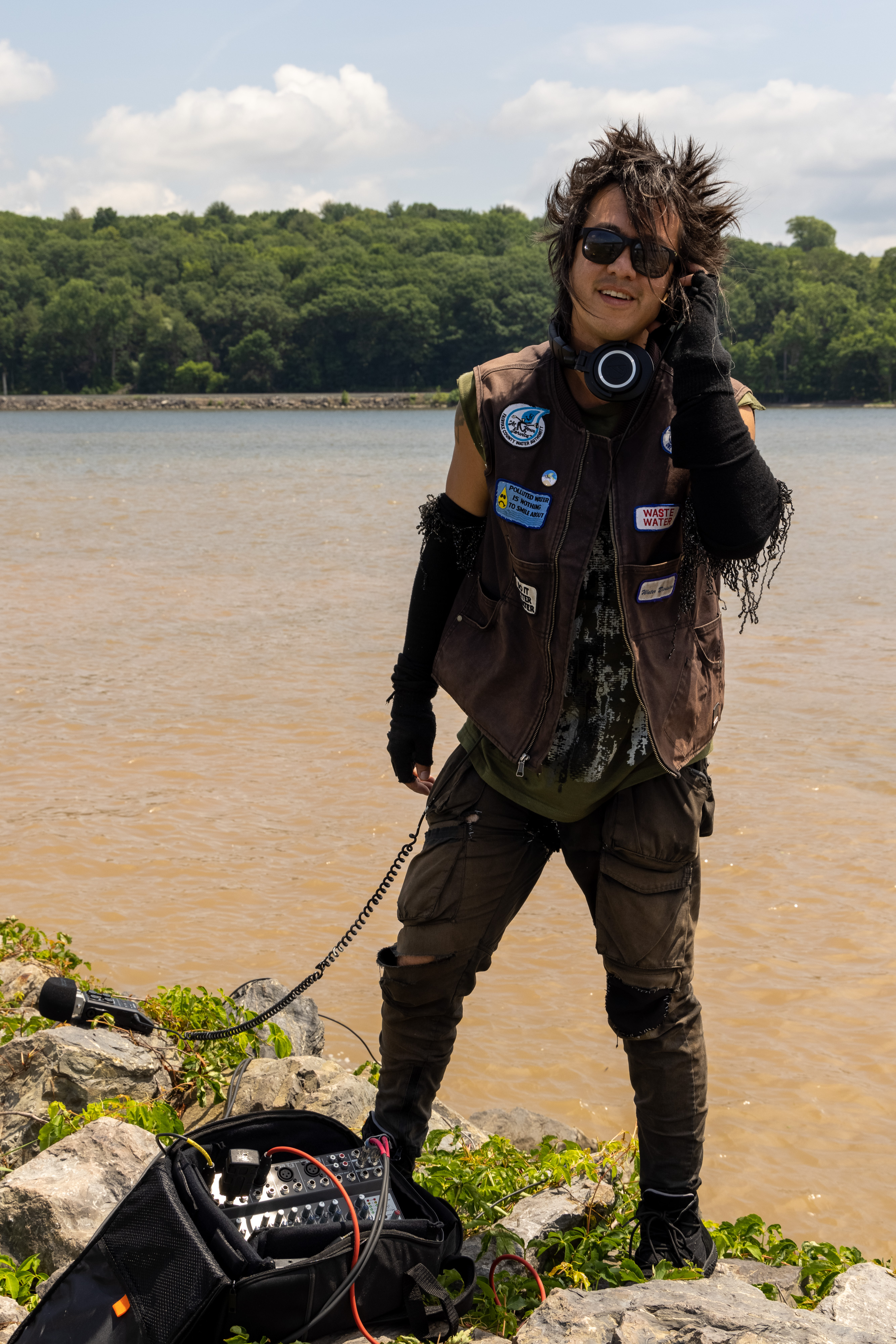 sTo Len Recording the Hudson River during his Wave Farm Residency (13)